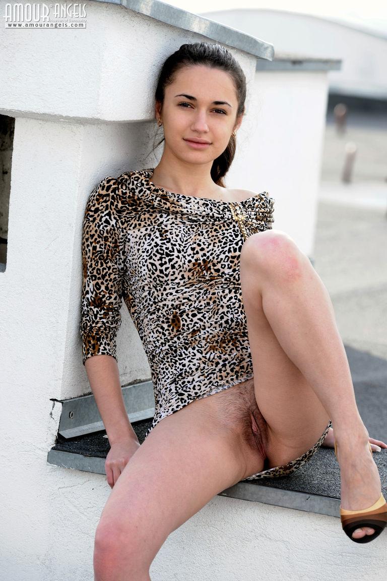 Можно порно голое платье прикольно
